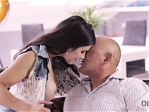 OLD4K. splendid daddy able to satiate all needs of beautiful teenager