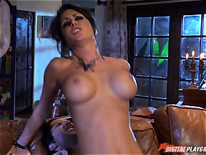 Halloween special with beautiful Jessica Jaymes slurping her prize