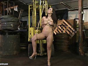 Kathia Nobili whip the tongue of beauty female