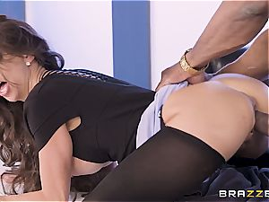 Alexis can't help herself when she witnesses a thick dark-hued knob