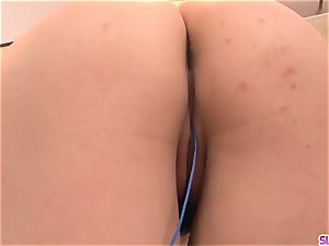 Rinka Aiuchi plowed in the slit and made to guzzle