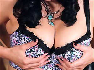 red-hot cowgirl Jelena Jensen fucktoys her edible twat