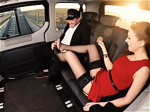 boinked IN TRAFFIC - british Tina Kay ravaged in the car