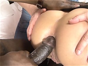 Invited a stranger hotwife trainer to penetrate ash-blonde wifey