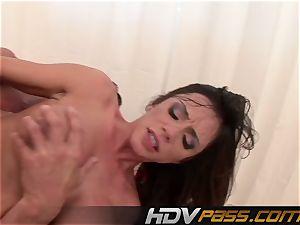 HDVPass buxomy honey Ariella Ferrera Gets Down
