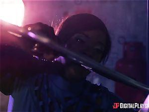 Kiki Minaj & Danny D - Klingons against the daring team of the Enterprise