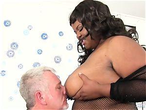 yam-sized ebony female Alena enthusiasm takes fat white manstick