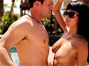 Anissa Kate strip her bikini to ravage poolside